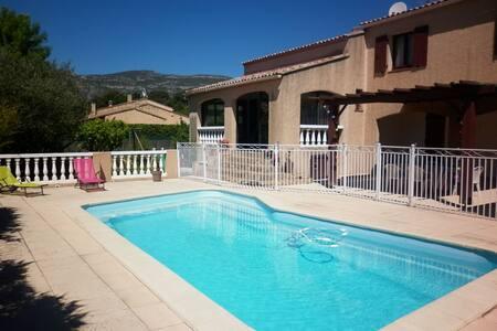 Chambre indép dans villa piscine petit déj inclus - House