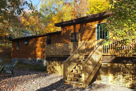 Placid Cabin in the Heart of the Village! - Casa