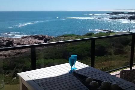 Horizon Blue – Absolute Oceanfront - Rumah
