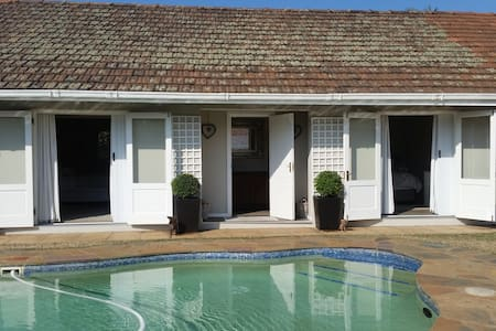 Secure, modern beach home for families or couples. - Umhlanga - House