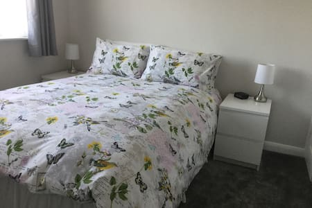 Newly decorated ,quiet airy room! - Melton Mowbray