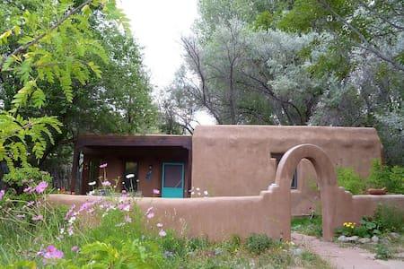 La Casita Guesthouse - Dixon - Guesthouse