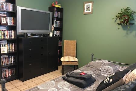 Private Room in Central Davis Home - Davis - House