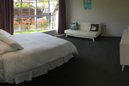 Privacy in Sunny and Spacious Accomodation - Taupo