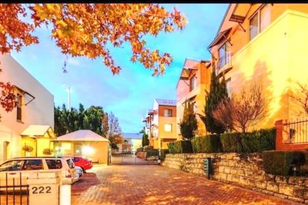 Joy's Subiaco Apartment 40 - Subiaco