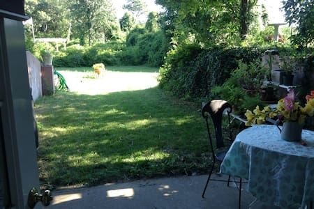 Garden getaway near town - Edgartown - Piano intero
