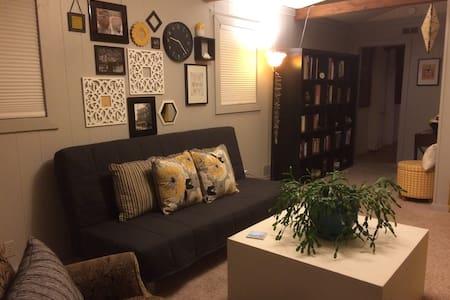 Large semi-private room w/ half bath - Toledo - House