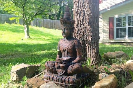 Creekside Zen Den near Downtown - Asheville - Appartamento