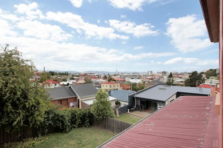 Country Loft in the Hobart CBD - West Hobart - Loft