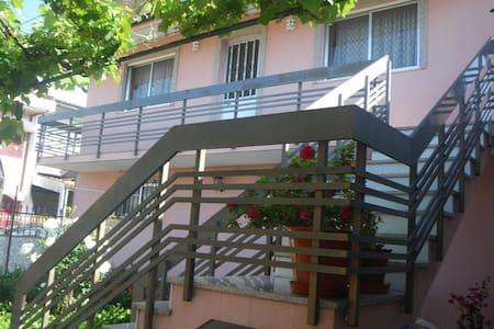 chambre (1) privée dans maison saisonnière - Casa