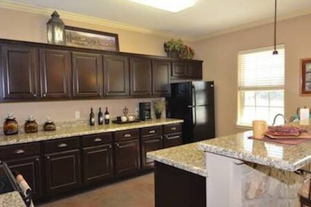 4 Bedroom condo (1 PRIVATE ROOM FOR RENTAL) - Apartamento