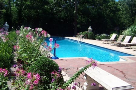 Your own wing of spectacular villa! - Hampton Bays - House