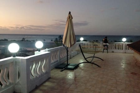 Upscale Ocean View Unit -Sleeps 4-6 - Ház