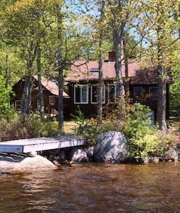 Lakeside Log Home - Maison
