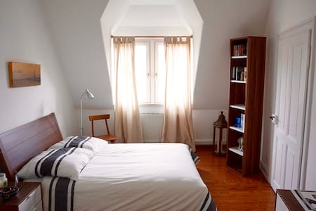 Spacious room near city centre