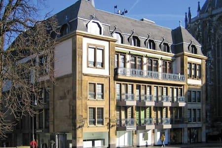 Mitten drin, neben dem Aachener Dom - Aachen - Apartment
