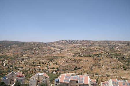 Room, in Efrat, with a view. - 아파트