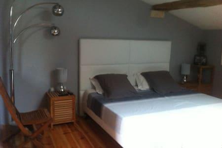 Chambre à louer dans grande maison - Aiffres - Hus