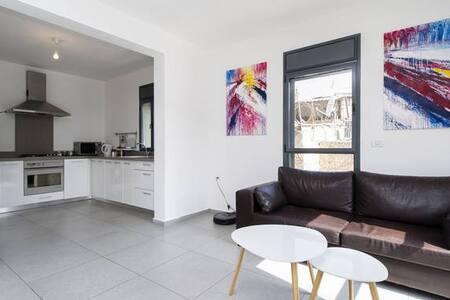Classic, clean room - Modern Duplex - Apartment