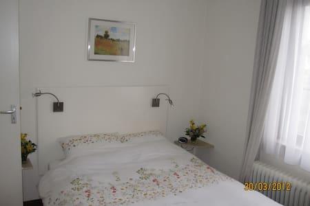 Kamer 2 in rustig gelegen villa  - Bunde - Wikt i opierunek