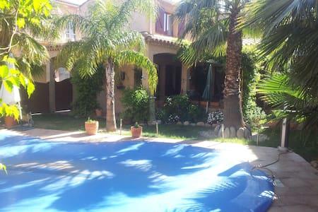 Chambre dans Maison avec piscine plein centre - Ille-sur-Têt