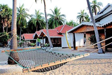 Kite Surfing Beach Resort AC Room 2 - Puttalam - Chalet