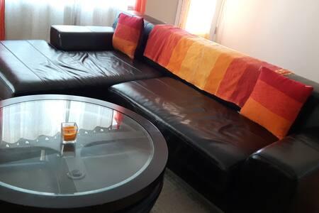Chambre dans un spacieux 5 et demi - Wohnung