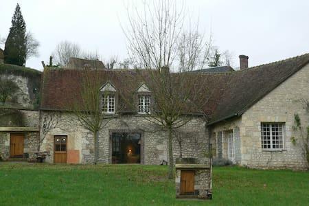 Maison percheronne au bord de la rivière - Rumah