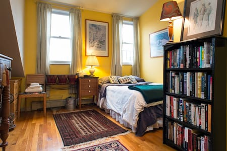 Room on Top - South End brownstone - Boston - Apartment