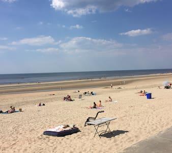 Genieten op het strand. Castricum aan Zee - Autre