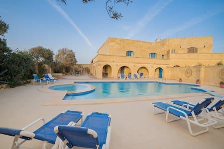 Il-Qatra B&B - Bedroom 2 en suite - L-Għarb - 別荘