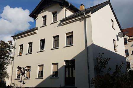 Zwerchgiebelzimmer Gründerzeithaus - Leipzig