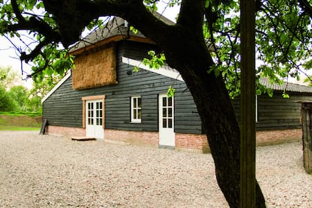 Rustic B&B surrounded by orchards - Beesd