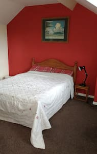 Double Attic room available. - Loxley - Casa