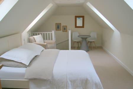 Private room in Annexe - Near Chichester/Goodwood - Bosham - House
