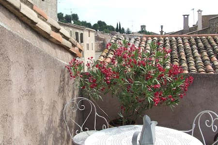 Un little village vith lot of charm - Nébian - Guesthouse