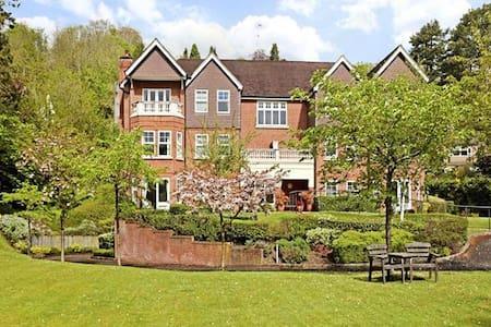 Spacious appartment in very convenient location - Caterham - Pis