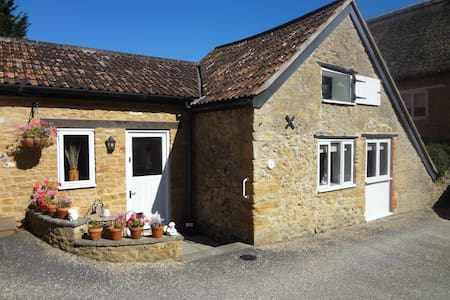 Converted Barn in Conservation Area of village - Merriott