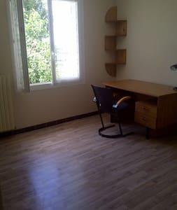 chambre confortable et au calme - Pons