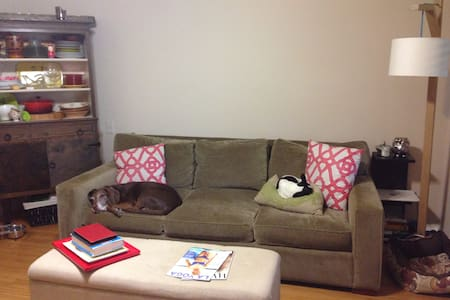 Steps to downtown Culver City! - Culver City - Apartment