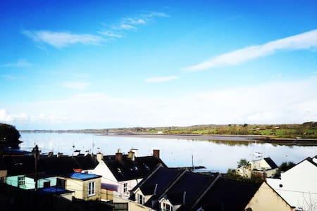 Dog -Friendly Home, Stunning Views - Y Felinheli