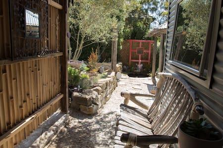 Secret Garden Retreat - South Launceston - Apartment