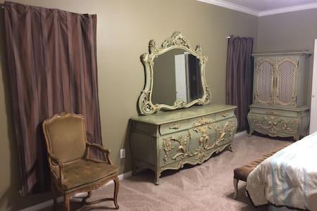 Huge Master Bedroom With Jacuzzi - Houston - Casa