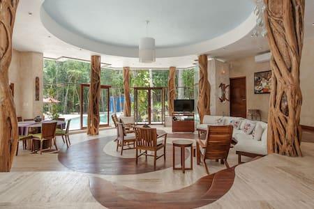Eco luxury jungle house - House