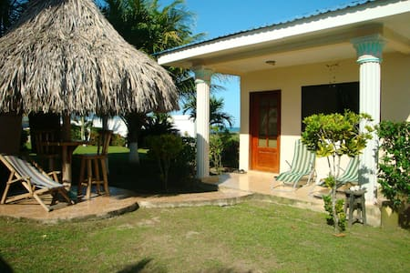 Cute cottage with a beach view - La Ceiba - Hus