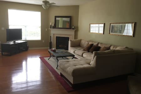Furnished Condo in Westfield IN - Kondominium