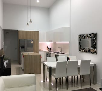 3 Bedroom New Penthouse (WIFI is not available) - Southport