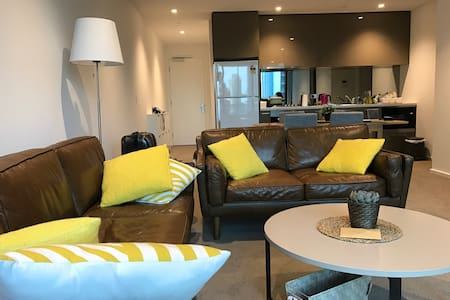 New STYLISH & SPECTACULAR MASTERROOM SKYHOME - Melbourne - Bed & Breakfast