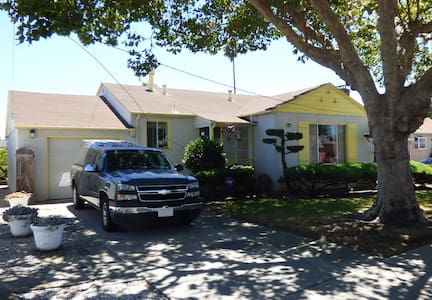 A clean and welcoming home - San Leandro - Casa
