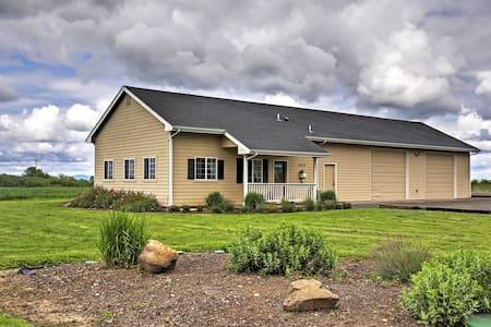 'The Pond House' - Rural 3BR Eugene Area Cottage - Harrisburg